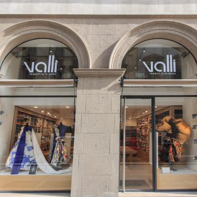 Valli tessuti alta moda - Via Verdi 2 | Studio Merry Del Val